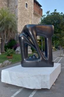 Agustin Cárdenas, La Grande Porte, 1975, bronzo, 200x200x30 cm Foto Lapo Cozza