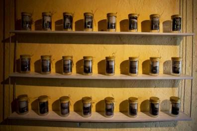 Confettura dal Lago di Garda. Mostra di Pierluigi Cottarelli, veduta della mostra, Isola Borghese, San Felice del Benaco (BS)