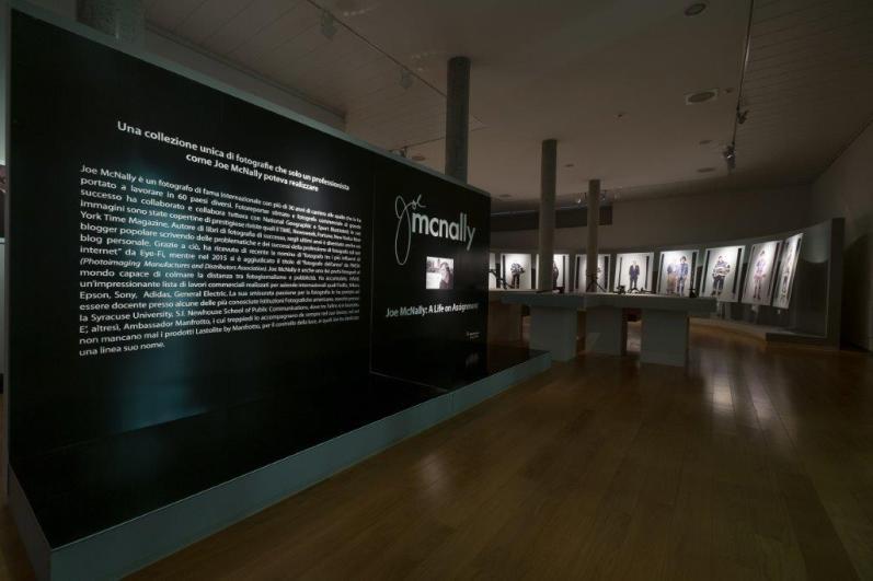 Joe McNally. A life on Assignment, veduta della mostra, Museo Civico, Bassano del Grappa (VI)