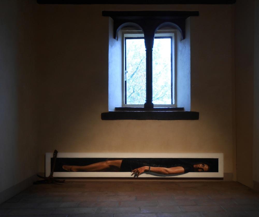 Matteo Tenardi, Nel Tempo, narrando dei Bei Mari di Canossa, 2013, olio e tempera su tavola ed àncora in ferro, 30x200 cm