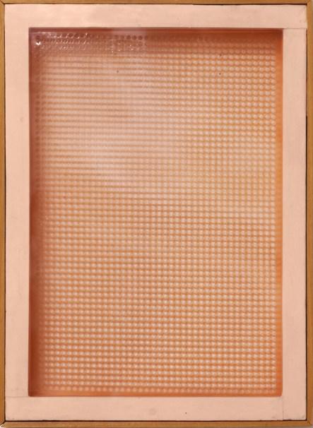Dadamaino, Volume a moduli sfasati, 1961, plastica fustellata, 70x50 cm Courtesy A arte Invernizzi, Milano Foto Bruno Bani, Milano