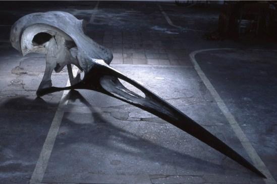 Quentin Garel, Crane d'oiseau, 2007, legno policromo, 260x40x40 cm