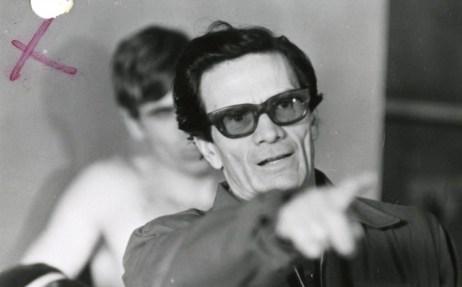 """Pier Paolo Pasolini sul set di """"Salò o le 120 giornate di Sodoma"""",1975 © Deborah Beer/Cinemazero"""