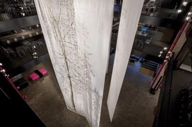 Stefano Arienti, Fra gli alberi, Kartell Museum, 2015