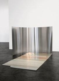 Elena Modorati, Brevima dies, 2015, cera, carta, acciaio, 65x90x160 cm