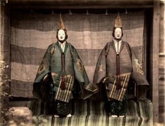 Felice Beato, Due attori del teatro tradizionale giapponese, 1865 circa © Raccolte Museali Fratelli Alinari (RMFA) - Collezione Favrod, Firenze © Archivi Alinari