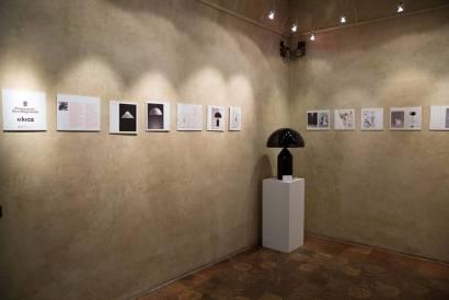 Veduta della mostra Vico Magistretti, Archivio in viaggio, Palazzo Pigorini. Courtesy Ph. Federico Avanzini