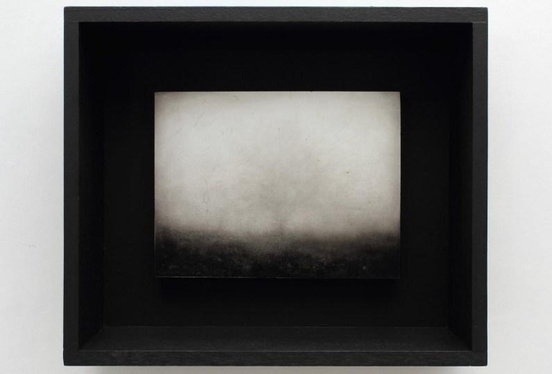 Ettore Frani Sentinella I 2016 olio su tavola laccata e acrilico su akò cm 34,5x40,5x10 courtesy Paola Feraiorni