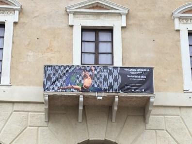 Vincenzo Marsiglia. Dopo-Logica/o, stendardo della mostra, Palazzo Ducale, Sabbioneta (MN)