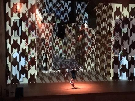 Vincenzo Marsiglia. Dopo Logica/o, performance interattiva con i ballerini Denny Lodi e Tanja Patrini, Teatro all'Antica, Sabbioneta (MN)