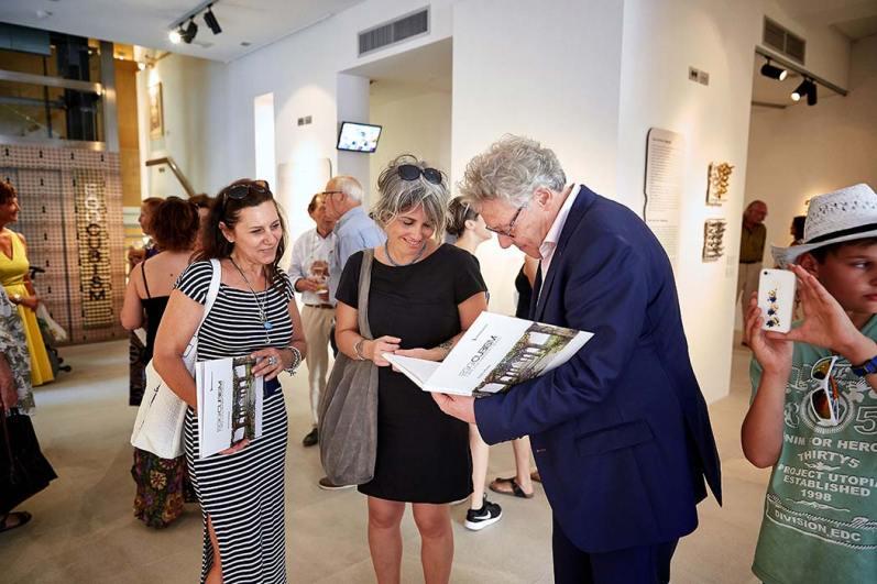 Enno de Kroon all'opening di Eggcubism. L'arte a due dimensioni e mezzo, © Fondazione Culturale Hermann Geiger