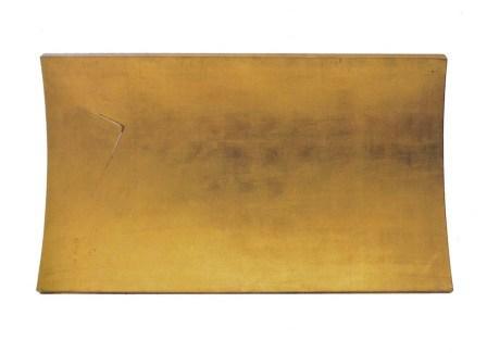 Arturo Vermi, Piattaforma, 1976, foglia oro su legno, 90x160x5 cm Courtesy Archivio Arturo Vermi e Leogallaries, Monza