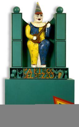 Lucio Del Pezzo, à Paris, 1966, tecnica mista su legno, 250x140x34 cm
