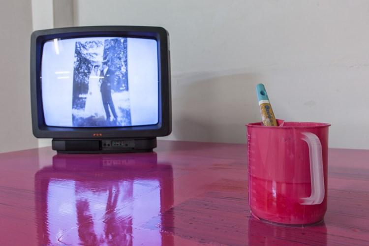 "Eleonora Roaro, performance ""Forever Yours. His Desk"", Alviani ArtSpace. Foto: Stefano Lanzardo"