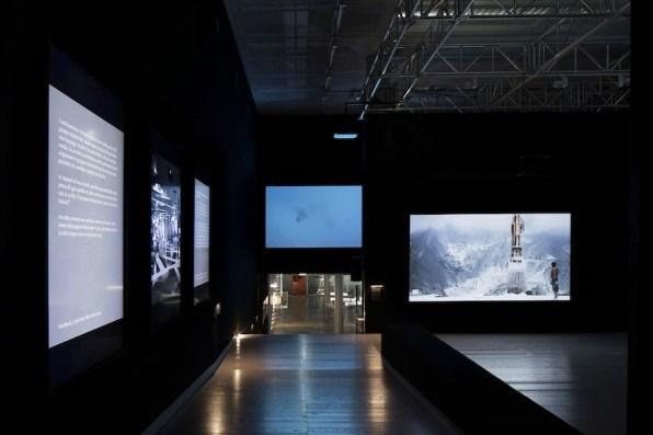 Lavoro in movimento. Lo sguardo della videocamera sul comportamento sociale ed economico, veduta della mostra (Linke e Ancarani), Mast Gallery, Bologna