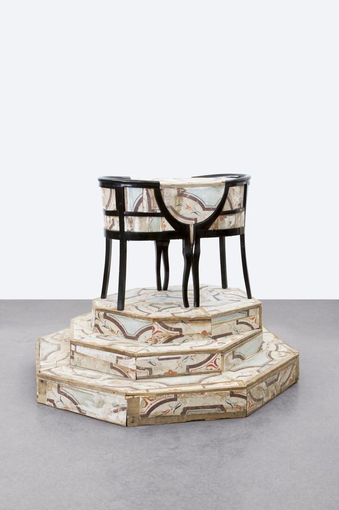 Flavio Favelli, Pendant Gigli, assemblaggio di legni decorati, 120x148x146 cm, 2017. Courtesy dell'artista