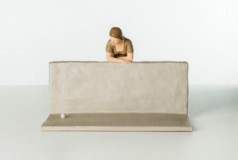 Nando Crippa, Donna muretto pallina, 2007, terracotta dipinta, 25x37.5x33 cm Collezione privata Foto © Stefano Pensotti