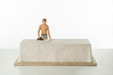 Nando Crippa, Uomo che stira, 2005, terracotta dipinta, 34x53.5x34.5 cm Collezione privata Foto © Stefano Pensotti
