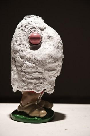 Luca Coser, Il dorso delle cose, 2013, 7-sculture-Cemento-su-ceramica. Derwatt Studio - Trento. Foto: Ulrich Egger