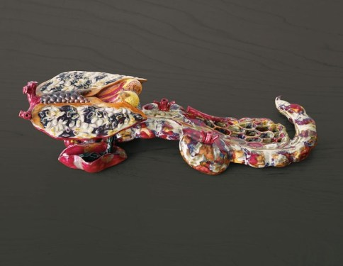Ai Weiwei, Ruyi, 2012, porcellana, 14x38x10 cm Collezione privata Courtesy Chambers Fine Art