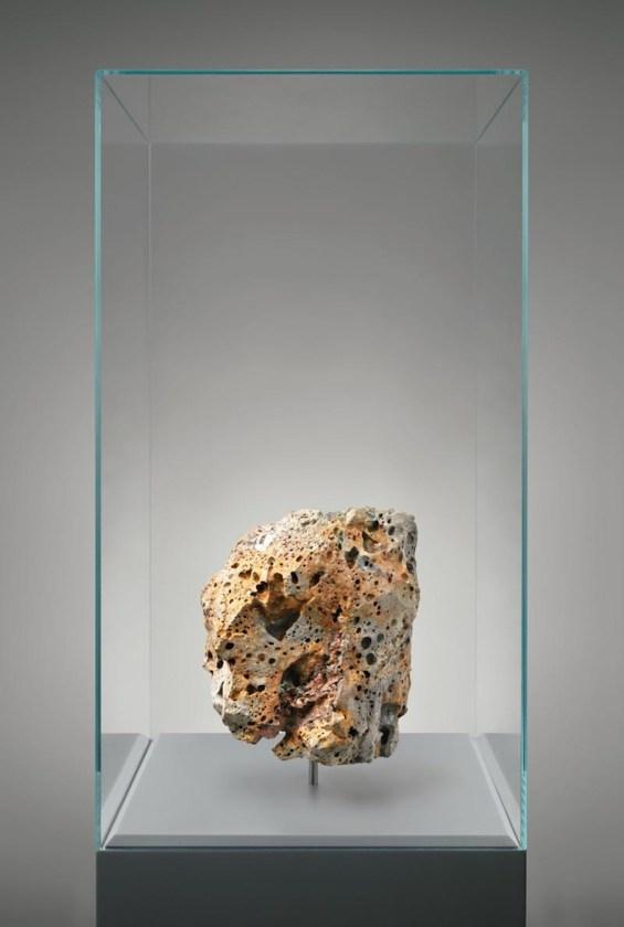 Julian Charrière, Metamorphism (XXX, XXXIII, XXXIV), 2016, pietra lavica artificiale e scarti di computer, 170x40x40 cm Courtesy Julian Charrière e Galerie Tschudi, Zuoz (Svizzera)