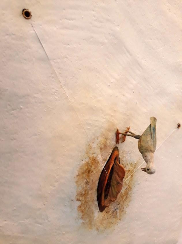 Saba Masoumian, Uccelli, 2017, tecnica mista su ferro, polimeri espansi e legno, 50x50x15 cm