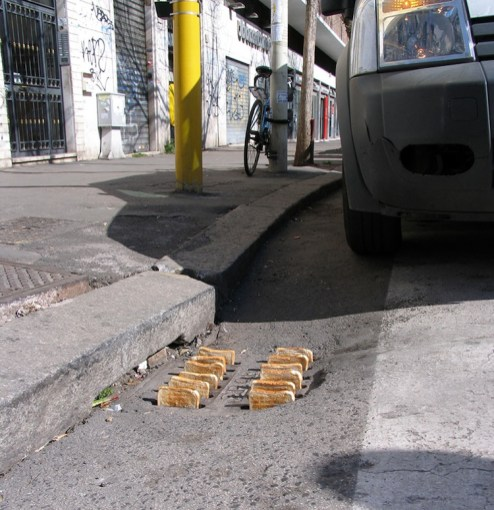 Mark Jenkins, Urban toaster, Rome, Italy, 2012