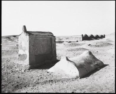Wolfgang Laib, Tombe a Meidum, Egitto 1991, fotografia in bianco e nero Collezione privata © 2017, ProLitteris, Zürich