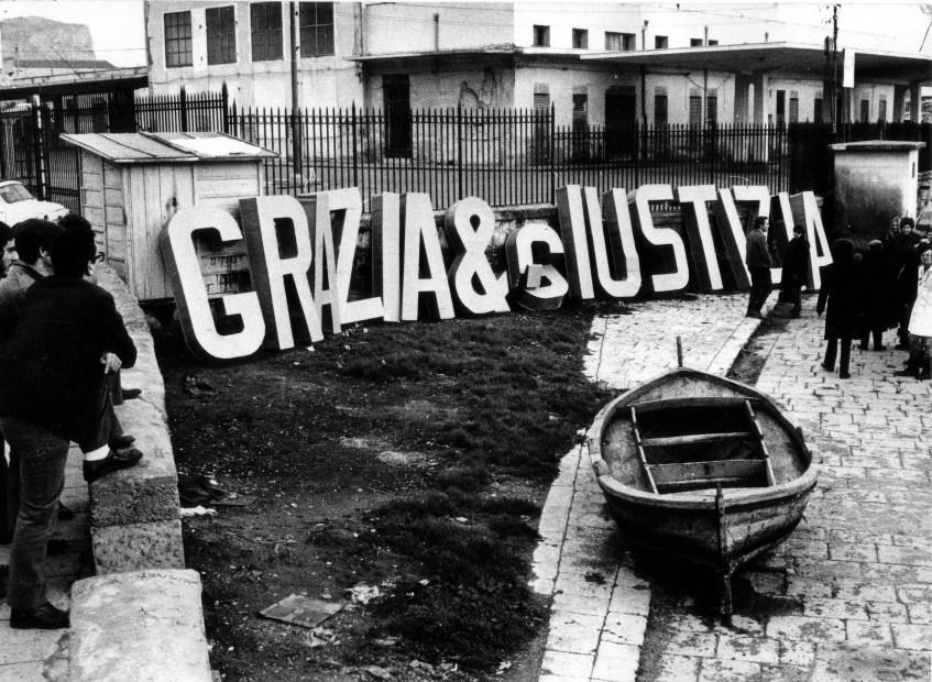 Gianni Pettena, Carabinieri, Milite Ignoto, Grazia&Giustizia 1968. Fiesole (Firenze), Archivio Gianni Pettena