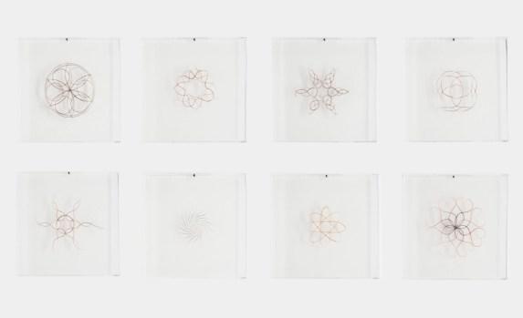 Francesca Romana Pinzari, Una ciocca dei tuoi capelli in cambio del mio cuore, 2015, capelli su plexiglass, 30x30 cm Foto Andrea Veneri Courtesy Gilda Contemporary Art, Milano