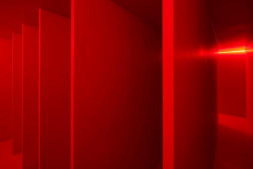 Lucio Fontana, Ambiente spaziale a luce rossa, 1967/2017, veduta dell'installazione in Pirelli HangarBicocca, Milano, 2017 Courtesy Pirelli HangarBicocca, Milano © Fondazione Lucio Fontana Foto Agostino Osio