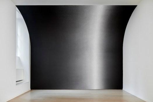 Sol LeWitt, Between the Lines, veduta della mostra (Wall Drawing #1267: Scribbles, 2010), Fondazione Carriero, Milano Foto Agostino Osio Courtesy Collezione Morra Greco, Napoli e Fondazione Carriero
