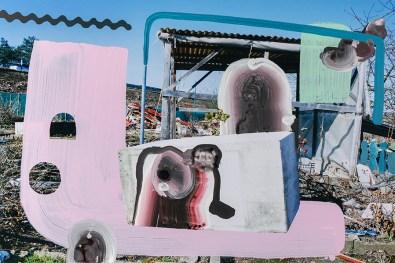 Lutz & Guggisberg, Portasapone / Soap Box, 2018, acrilico su c-print, 60 x 90 cm, © Lutz & Guggisberg, Ph. Nadine Kägi