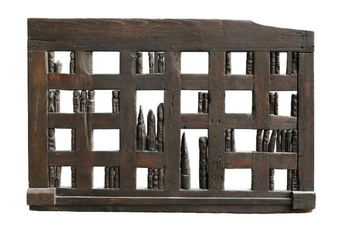 Franca Ghitti, Vicinia. La tavola degli antenati n.1, 1976, legno, 108x160x6 cm Archivio Franca Ghitti, Cellatica Foto Fabio Cattabiani