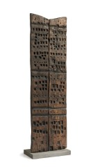 Franca Ghitti, Porta del silenzio, 1981, legno, 173x51x8 cm Archivio Franca Ghitti, Cellatica Foto Fabio Cattabiani
