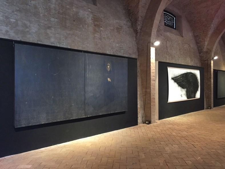Veduta della mostra Cavalieri dell'aria, Pescherie della Rocca Estense, Lugo, 15 giugno - 22 luglio 2018