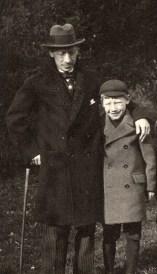 Théodore e suo padre, Morges, 1915, foto su tela plastificata, 119x56.5 cm, Fondazione T. Strawinsky