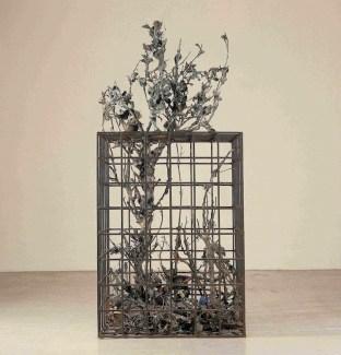 Alik Cavaliere, W la libertà, 1976-1977, bronzo, cm 227x105x10
