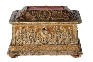 Cofanetto nuziale, Ferrara, XV secolo, legno decorato in pastiglia di riso, con fondo dorato, 12.5x19.5x12 cm,Bottegadei Trionfi Romani,1480 - 1490 circa (Il Mercante delle Venezie, Vicenza)