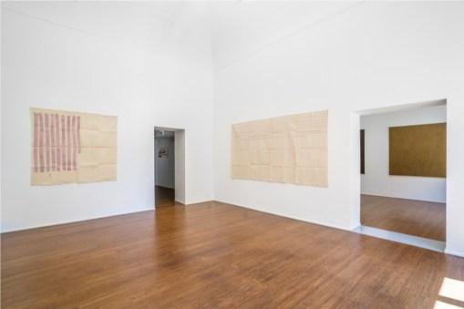 Giorgio Griffa, Tomas Rajlich, Jerry Zeniuk. Pitture Assolute, veduta della mostra, ABC-Arte, Genova