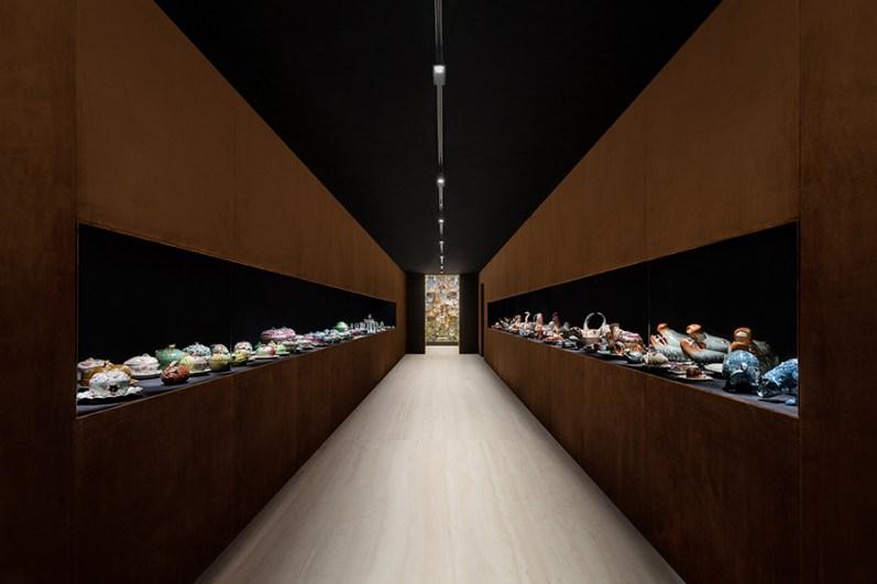 """Immagine della mostra """"The Porcelain Room – Chinese Export Porcelain"""", a cura di Jorge Welsh e Luísa Vinhais, Fondazione Prada, Milano, 30.1 - 28.9.2020. Foto: Delfino Sisto Legnani. Courtesy Fondazione Prada"""