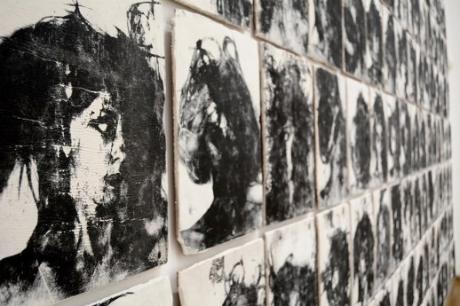 Silvia Celeste Calcagno, Eye Verbal Motor, 2020, stampa monocromatica su porcellana, 37x25x1.5 cm (dettaglio) Courtesy Nuova Galleria Morone, Milano