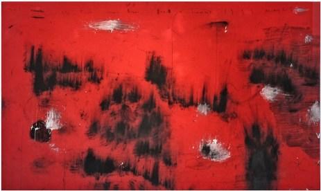 Arcangelo, Mai cerchi della terra rumori, fuoco e fiamme, 1991, tecnica mista su lenzuolo rosso, cm 145x245