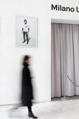 Corrado Levi. Tra gli spazi, veduta della mostra (Vestiti di arrivati, 2015) © Triennale Milano Foto Gianluca Di Ioia