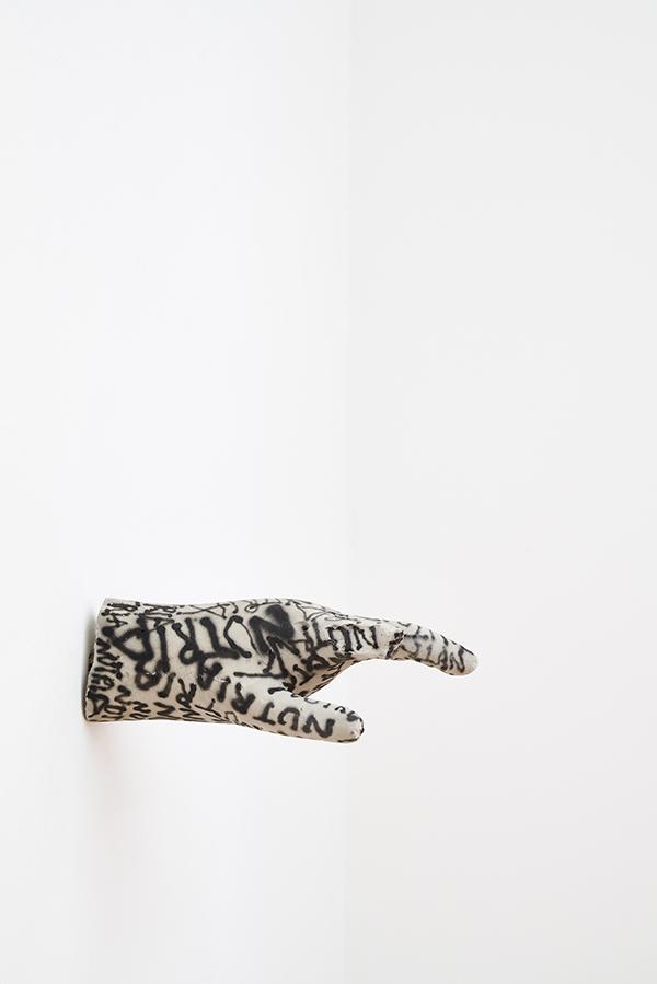 Roberto Alfano, Oggetto contundente, 2020, cemento, pittura acrilica, 10x26x15 cm Courtesy The Address