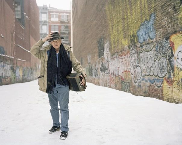 Ritratto di Jonas Mekas di Jason Schmidt Courtesy APALAZZOGALLERY