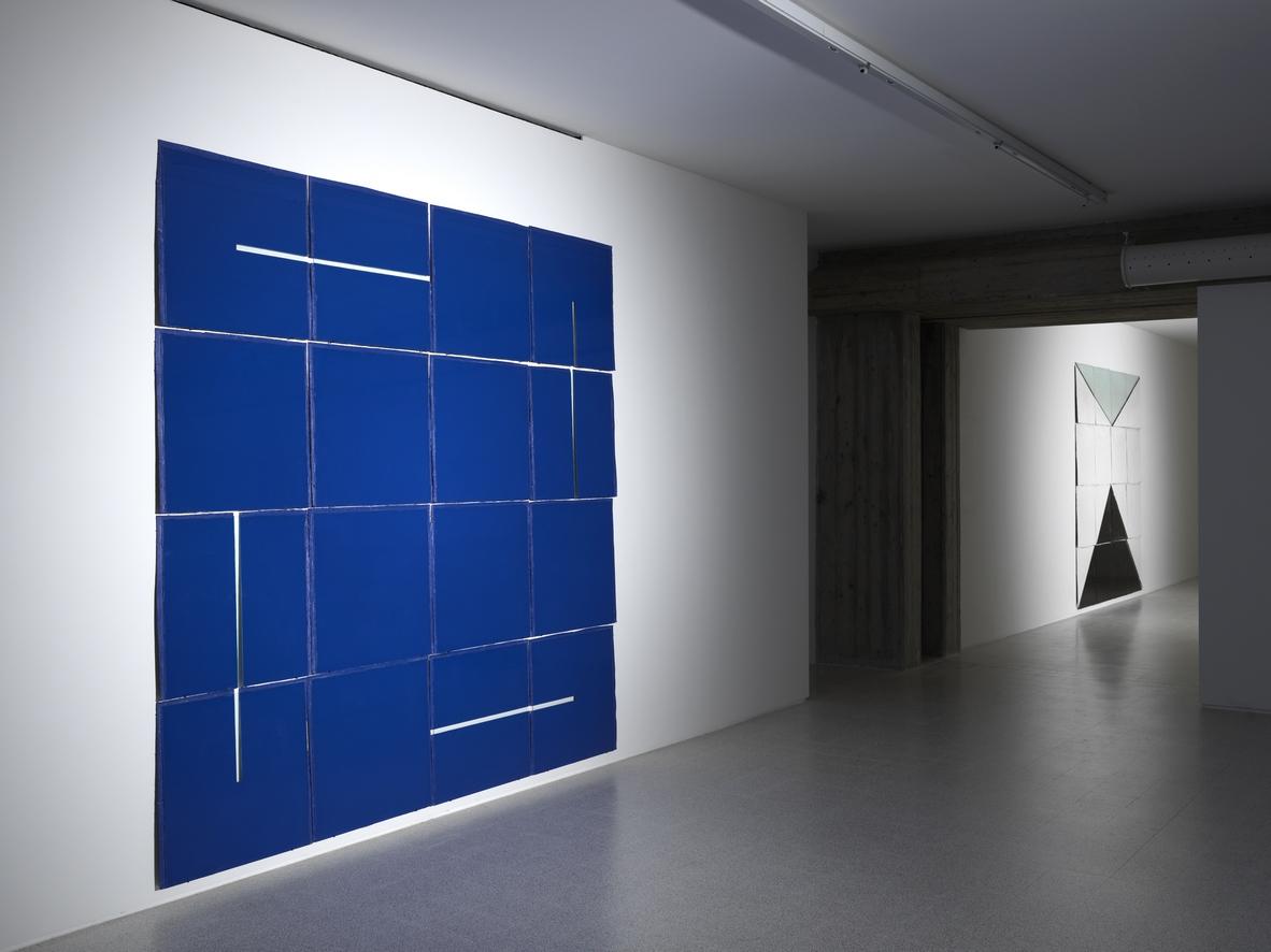 Massimo Antonaci, Ipotenusa – Dal Nero alla Trasparenza veduta di mostra, 2012. Ph. Dario Lasagni
