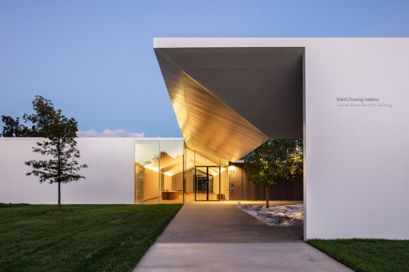 Menil Drawing Institute, exterior evening view, Houston (Texas, U.S.A.) Photo by Richard Barnes