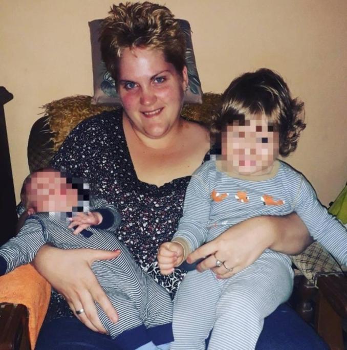 Maja Racić sa decom. porodična fotografija