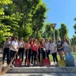 I diciottenni di San Benedetto dei Marsi ripuliscono la villa durante la Giornata Ecologica